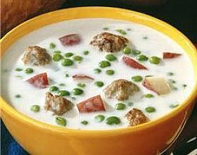 Картофельный крем-суп с горошком и мясными фрикадельками