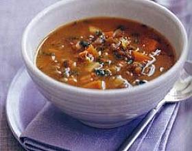 Чечевичный суп с беконом и брюквой