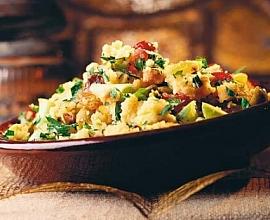 Салат из овощей с сухофруктами