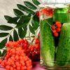 Огурцы с гроздьями рябины