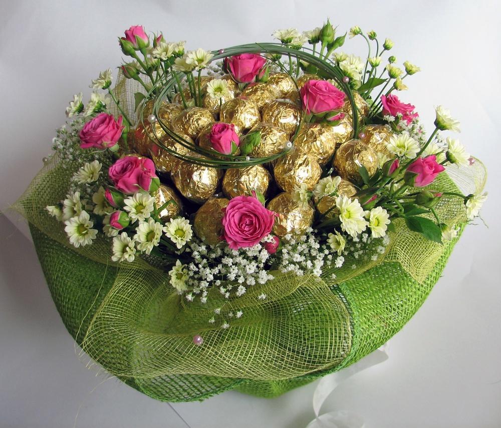 Букет из цветов с конфетами своими руками
