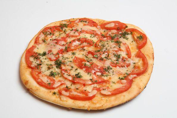 Пицца сыром и колбасой