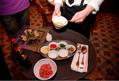 Обслуживание в ресторане по-французски