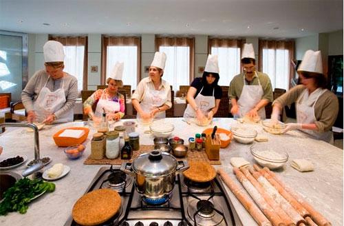 Занятия в школе кулинарного мастерства