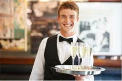 Чаевые должны целиком и полностью доставаться единолично заработавшему их официанту.