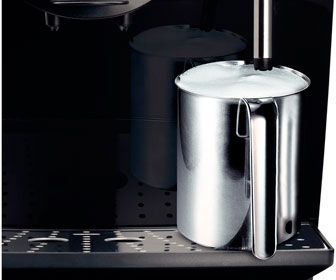 Взбиваем молочную пену для капучино на кофемашине