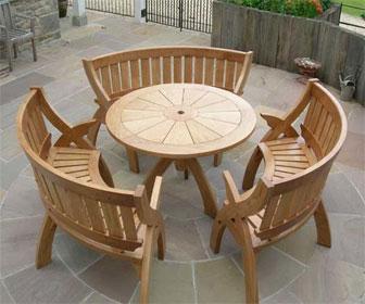 Деревянный стол для патио