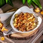 Жареный молодой картофель с лисичками 450